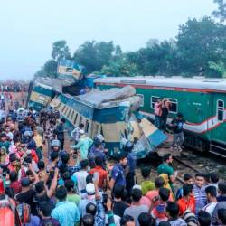 Bystanders look on after a train collided with another train in Brahmanbaria some 130 kms from Dhaka on November 12, 2019. - AFP