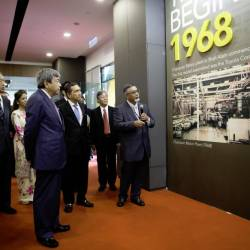 ASSB executive director Anuar Ani (right) explaining to Sultan Sharafuddin Idris Shah (fourth from right) the half-century history of Toyota in Malaysia. On the far left is Tengku Permaisuri Norashikin.