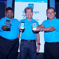 From left: Group COO Rohan Krishnalingam, Khairussaleh, acting head of Group Retail Banking Nazri Othman.