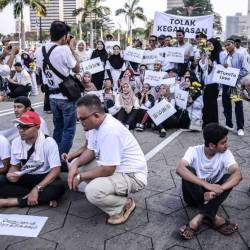 Supporters attend in white shirt to attend assembly to demonstrate Malaysians' solidarity with the Christchurch victims of a terrorist at Dataran Merdeka, Kuala Lumpur, on March 23, 2019. — Sunpix by Adib Rawi Yahya