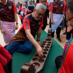 Federal Territories Minister, Khalid Abdul Samad participates in a congkak game during the Malaysia Games Festival @ Kuala Lumpur at Dataran Merdeka, on Sept 15, 2019. — Bernama