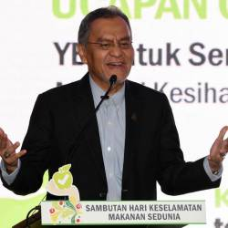 Health Minister Datuk Seri Dr Dzulkefly Ahmad speaks during the opening of the 2019 World Food Safety Day in Petaling Jaya. - Bernama