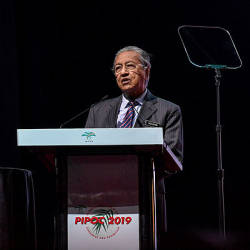 Prime Minister Tun Dr Mahathir Mohamad delivering his keynote address at the Malaysian Palm Oil Board (MPOB) International Palm Oil Congress and Exhibition (PIPOC) 2019 in Kuala Lumpur Convention Centre today. — Bernama