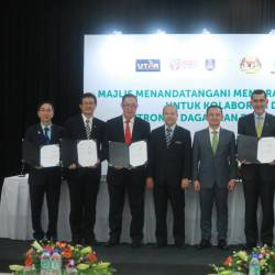 Maszlee with Zainal Abidin (third from right), with representatives from the universities.