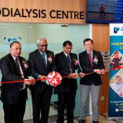 L-R: Dr. Wong Mun Hoe (Consultant Nephrologist, Pantai Hospital Klang), Encik Shaharul Nizam (CEO, Pantai Hospital Klang), Y.B. Tuan Charles Anthony Santiago (Klang Member of Parliament), Dr A GanesaRasa (Consultant Paediatrician and Paediatric Cardiologist, Pantai Hospital Klang) and Dr. Kong Nyen Mun (Consultant General Surgeon, Pantai Hospital Klang) pictured here during the ribbon cutting ceremony.