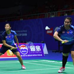 Malaysia's Chow Mei Kuan and Lee Meng Yean return to India's Ashwini Ponnappa and N.Sikki Reddy during their men's doubles match of the 2019 Sudirman Cup world badminton championships in Nanning in China's southern Guangxi region on May 21, 2019. - AFP