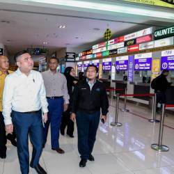 Transport Minister Anthony Loke Siew Fook (2nd from L) visits express bus ticket counters at the launch of the Low-Cost Express Bus, Express Musafir at the Tasik Selatan Intergrated Terminal (TBS), Kuala Lumpur today. - Bernama