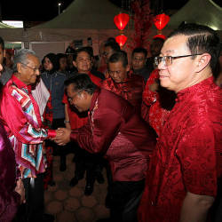Prime Minister Tun Dr Mahathir Mohamad (2nd L), Transport Minister Anthony Loke (L) and Finance Minister Lim Guan Eng (R), the national-level CNY Open House 2019 at Dataran Centrio, Negri Sembilan, on Feb 17, 2019. — Bernama