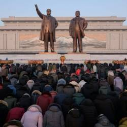Thousands of North Koreans braved bitterly cold weather to pay tribute to late leader Kim Jong Il on his birthday. — AFP