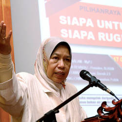Housing and Local Government Minister Zuraida Kamarudin speaking at the ''Local Council Elections: Who Loses, Who Wins'' public forum in George Town today. — Bernama