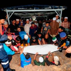 The body of the late Azalan Miswan 50, a staff of the Selangor State Development Corporation (PKNS) who died in an accident in Turkey is buried at the Section 21 Islamic Cemetery in Shah Alam on the night of October 19, 2019. - Bernama