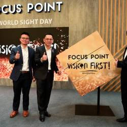 From left: Essilor Malaysia country manager Denis Chng, Liaw and Chua during the launch of World Sight Day.