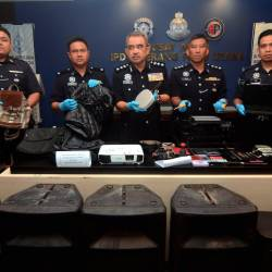 Seberang Perai Utara (SPU) district police chief ACP Noorzainy Mohd Noor (C) along with his officers display the items seized from the luxury car theft gang during a press conference at the Seberang Perai Utara district police headquarters on Oct 22, 2019. - Bernama