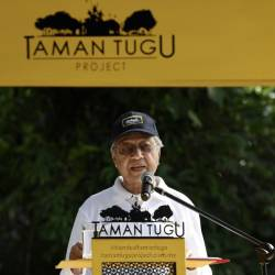 Prime Minister Tun Dr Mahathir Mohamad delivers a speech during the Earth Day Celebration at Taman Tugu, on April 20, 2019. — Bernama