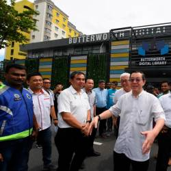 Finance Minister Lim Guan Eng visits the recently completed Digital Library in Bukit Mertajam, George Town today. - Bernama