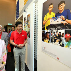Deputy Prime Minister Datuk Seri Dr Wan Azizah Wan Ismail (L) and Axiata Digital Services Sdn Bhd chief executive officer Mohd Khairil Abdullah (R) during the Boost e-donation showcase, on May 25, 2019. — Bernama