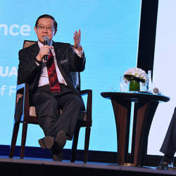 Finance Minister Lim Guan Eng (L) during a question-and-answers session at Invest Malaysia 2019 — Bernama