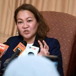 Malaysian ambassador to Vietnam Datuk Shariffah Norhana Syed Mustaffa speaks during a press conference on Prime Minister Tun Dr Mahathir Mohamad's official visit to Vietnam. — Bernama