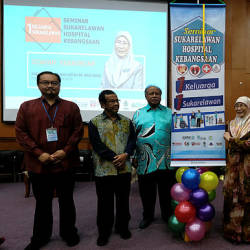 Deputy Prime Minister (DPM) Datuk Seri Dr Wan Azizah Wan Ismail (5th from R) officiates the National Hospital Volunteer Seminar at UPM, Serdang on March 24, 2019. — Bernama