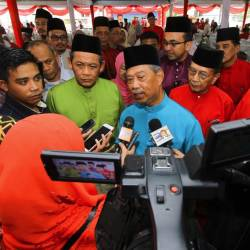 Bersatu president Tan Sri Muhyiddin Yassin (C) responds to a question from a journalist at the Negri Sembilan PH-Bersatu Aidilfitri celebration in Kuala Klawang today. - Bernama