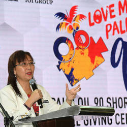 "Primary Industries Minister Teresa Kok speaking at the ""Love MY Palm Oil 90 Short Film"" contest in Putrajaya today."
