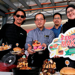 Deputy Director of Perak Fama Idris Tahir (two, left) presenting the varieties of food that will be sold during the FamaFest, today. — Bernama