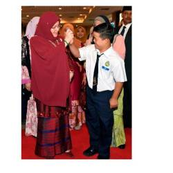 The Permaisuri Agong Tunku Hajah Azizah Aminah Maimunah Iskandariah (L), high-fives student Muhammad Ermee Mikhail Muhammad Effaruddin ,7, during the 2019 Special Education Arts and Cultural Skills and Entrepreneurship Festival, Kuala Lumpur Education Department level at the Craft Complex, on Oct 16, 2019. — Bernama