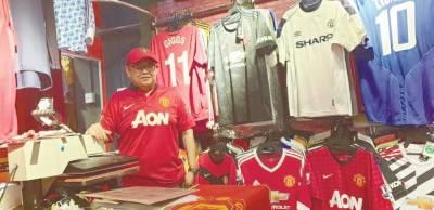 The football-shirt experts of Kuching