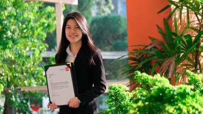 Caroline Ng Yi-Wye with the recognition of her achievement from the ACCA.