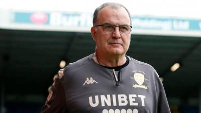 Bielsa says Leeds should wait before extending his contract