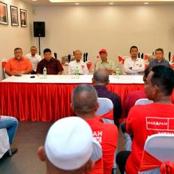 Prime Minister Tun Dr Mahathir Mohamad and other members of PH leadership attend a closed-door meeting with the heads of PH District Polling Centres (PDM). - Bernama