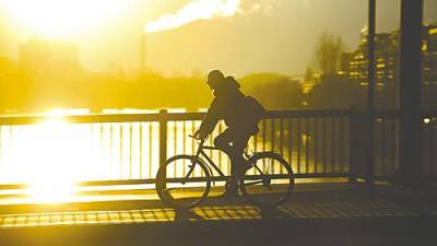 Changing your daily commute into a bicycle will help reduce your carbon footprint, even if you would normally use public transport. – DPA