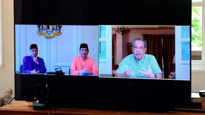 Prime Minister Tan Sri Muhyiddin Yassin at a video conference with Senior Minister Datuk Seri Ismail Sabri Yaakob (L) and Health Director-General Datuk Dr Noor Hisham Abdullah today. - Bernama
