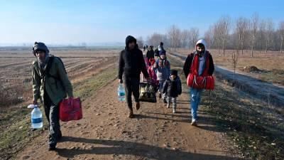 New surge of migrants reaches Turkey-Greece border 1