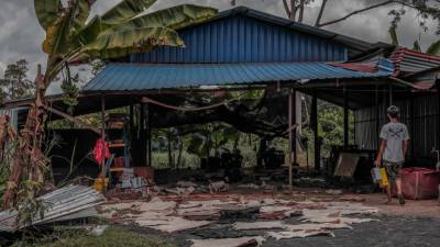 1- For the past 30 years, carftsmen at this humble pondok in Segamat, Johor, has been producing the kompang.