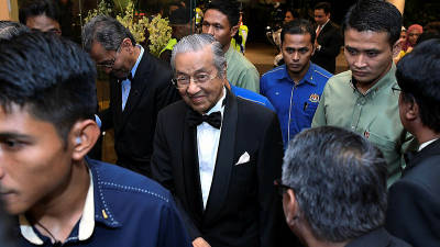 Prime Minister Tun Dr Mahathir is greeted by guests at the Malaysian Medical Association (MMA) Special Night with Tun Dr Mahathir Mohamad and Tun Dr Siti Hasmah Mohd Ali here last night. — Bernama