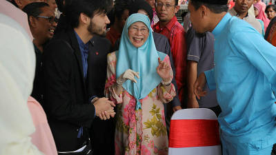 Deputy Prime Minister Datuk Seri Dr Wan Azizah Wan Ismail is greeted by guests during the Aidilfitri Open House for the Pandan constituency, on June 16, 2019. — Bernama