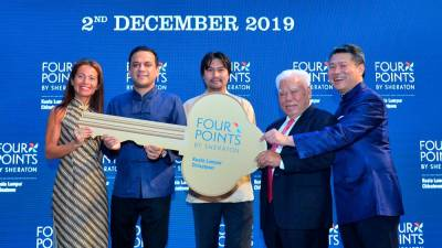 (L-R) Ms Rivero Delgado, Area Vice President – Singapore, Malaysia, Maldives, Marriott International; Mr Abhimanyu Singh, General Manager, Four Points by Sheraton Kuala Lumpur, Chinatown; YAM Tunku Besar Seri Menanti Tunku Ali Redhauddin Ibni Tuanku Muhriz; Dato' Dr Choy Fook On, Chairman, Masteron Group of Companies; Dato' Choy Wai Hin, Managing Director, Masteron Group of Companies and Owner of Four Points by Sheraton Kuala Lumpur, Chinatown