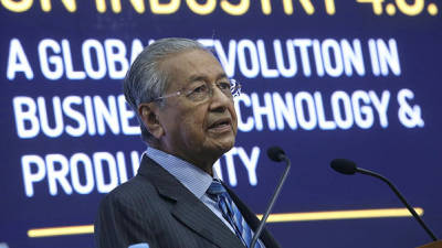 Prime Minister Tun Dr Mahathir Mohamed gives the keynote address at the International Conference on Industry 4.0 at SEGi University, Kota Damansara. — Sunpix by Asyraf Rasid