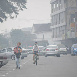 A view of residents dealing with the haze at 5pm in Seri Manjung yesterday. — Bernama