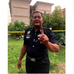 Corporal Yahya Mohd Ariff, 56, showing his finger stained with permanent ink after casting his vote at the early voting centre at the Bangunan Persatuan Keluarga Polis (Perkep) in Pontian District Police Headquarters (IPD) on Nov 12. — Bernama