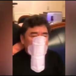 (Video) Wuhan man wears a sanitary pad as a facemask