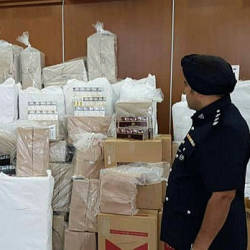 Smuggled cigarettes seized by the Port Klang Marine Police Force (PPM) after arresting a man. - BBXpress