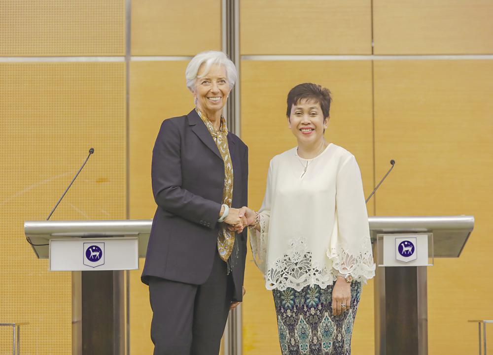 Lagarde (left) with Bank Negara Malaysia governor Datuk Nor Shamsiah Mohd Yunus after a press conference at Sasana Kijang today. – Asyraf Rasid/THESUN
