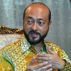 Mukhriz sends letter seeking forgiveness from Johor Sultan