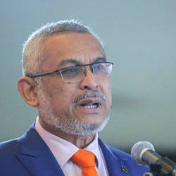 Khalid Samad now asks Mahathir to make way for Anwar