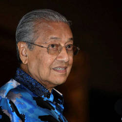 Tun engages audience with wit and humour during Cambridge talk