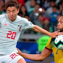 Japan's Hiroki Abe (L), and Ecuador's Arturo Mina (R) vie for the ball during the 2019 Copa America group match in Brazil. — AFP