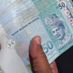 Ringgit slightly lower against US dollar in early trade