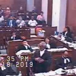 Screenshot of the video recording of Najib's defence counsel, Tan Sri Muhammad Shafee Abdullah questioning a witness.